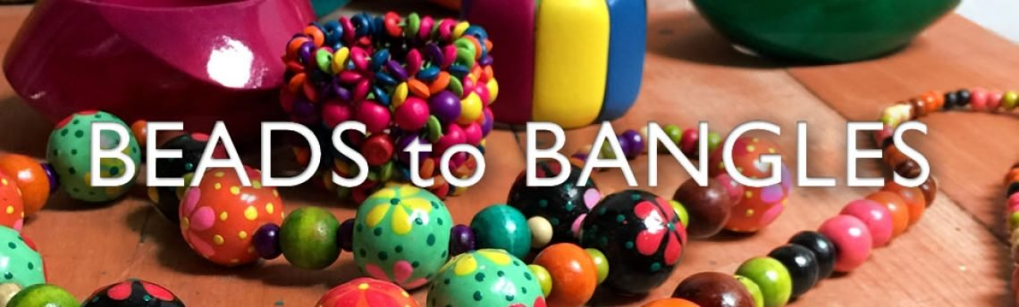 Colourful wooden jewellery – beads to bangles